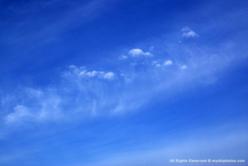 Cirrocumulus puff clouds or unknown cloud type?