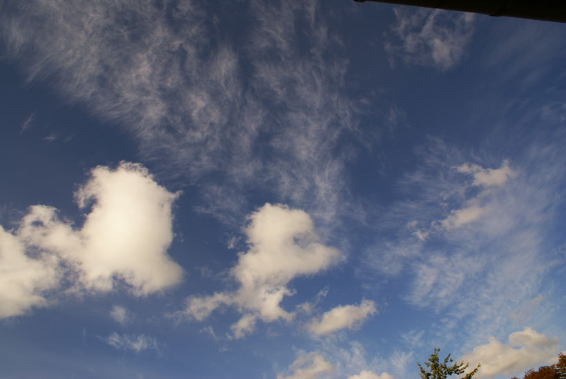 Cirrus clouds under creation above Denmark at 11.23 AM local time