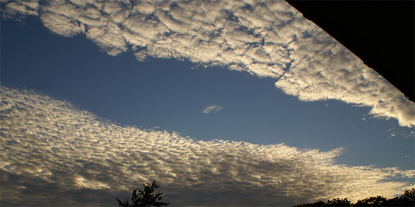 Altocumulus fallstreak punch hole not round but linear?