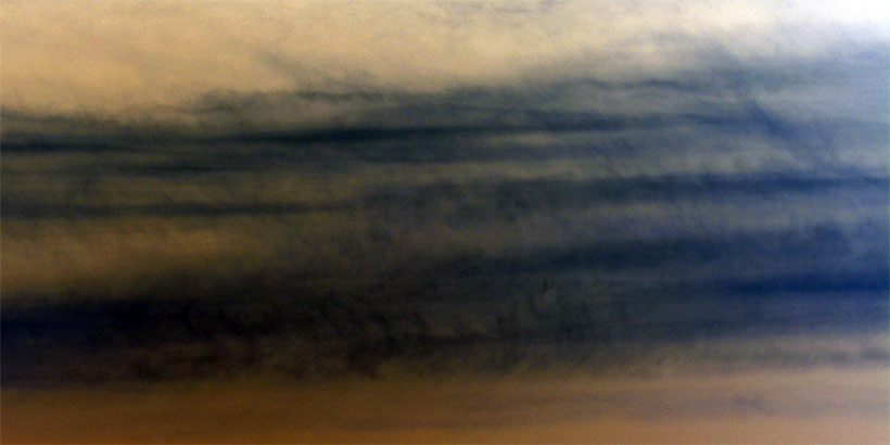 Clouds with contrail indications (Negative)