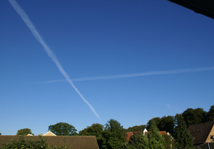Aircraft condensation trails at different altitudes
