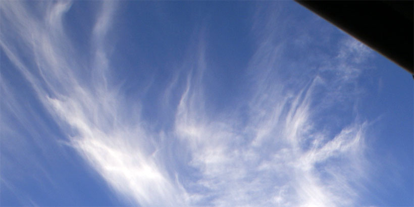 Cirrus clouds with long strands